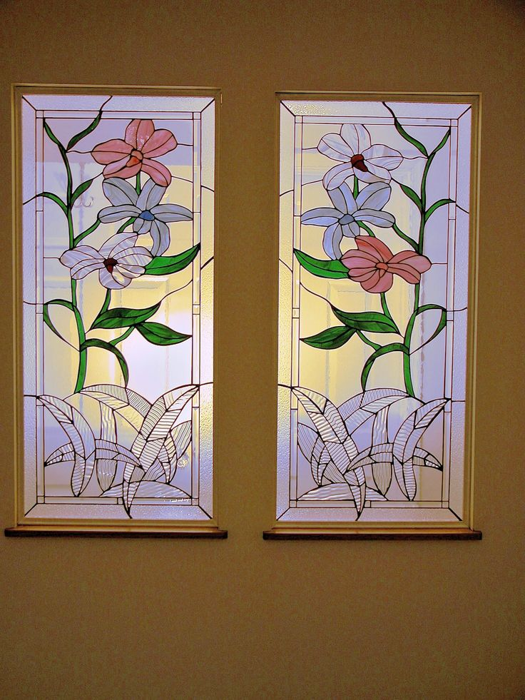 Linstrom Flowers design.  #stainedglass #window #room #divider #flowers #nature #colorful #creative #artsy #beautiful #custom #homedecor #decor