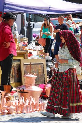 Image Emotions: Sibiu - the old city; Gipsy woman with crafted objects