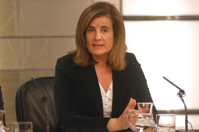 Ministra Báñez: el lugar para anunciar los 50 euros para emprendedores es el BOE, no La Razón.