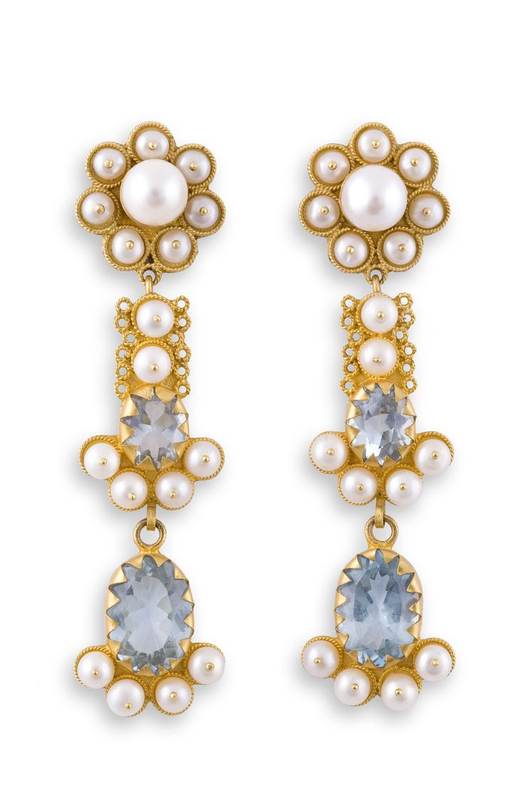 Fine Gold filigree earrings with Blue Topaz and cultured pearls. Handcrafted by Loredana Mandas, expert in fine filigree jewelry loredanamandas.com