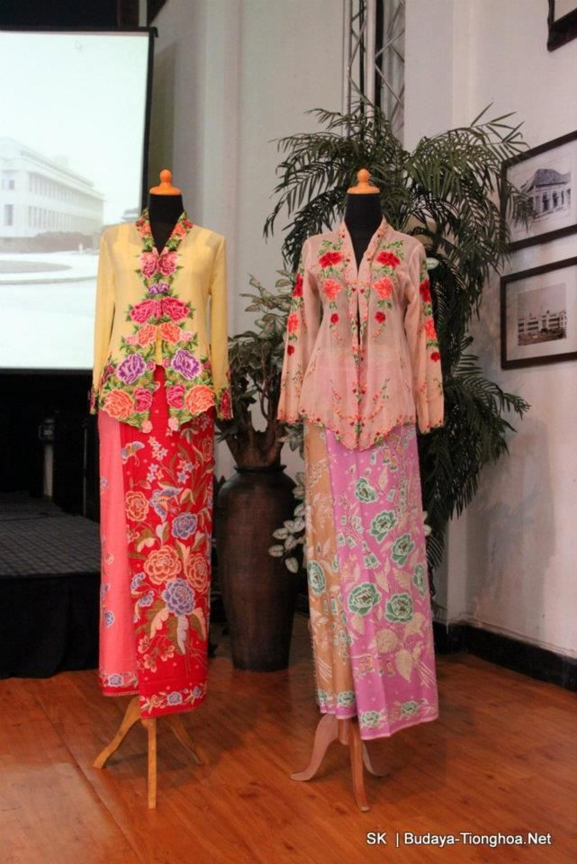Beautiful and graceful the Sarong-Kebaya worn by Malay, Indonesian, and Straits-Chinese ladies in Singapore, Malacca, & Penang which were the Straits Settlements created by the  British Empire.