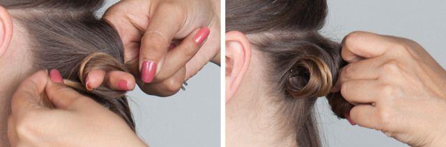 3. Solte o cabelo do babyliss. A partir da ponta, enrole o fio em torno de dois dedos até que a onda esteja perto do couro cabeludo. Prenda com um grampo. Coloque o grampo na base da onda, contra o couro cabeludo, ao invés da extremidade exterior. Isso ajuda a evitar marcas onde você não quer que sejam vistas. Deixe os cachos presos até terminar.