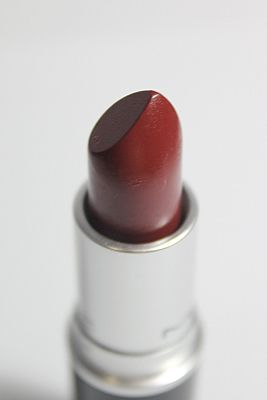 MAC Paramount lipstick- a very beautiful yet underrated lipstick color!