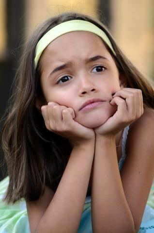 Consejos para ayudarlos a manejar la frustración. Aprender a tolerar la frustración desde pequeños permite que los niños puedan enfrentarse de forma positiva a las distintas situaciones que se les presentarán en la vida.