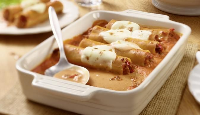 Frischkäse-Hackfleisch-Cannelloni in Frischkäse-Tomatensoße mit Mozzarella - https://www.maggi.de/rezepte/fleisch/hackfleisch-cannelloni
