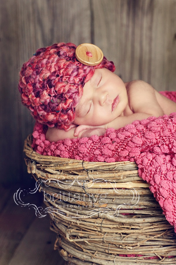 20 beautiful newborns in baskets