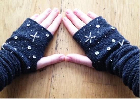 Siz de eski çoraplarınızı değerlendirebilirsiniz! http://neduydum.com/sen-de-yap/103/eski-coraptan-parmaksiz-eldiven-yapimi/54296.htm