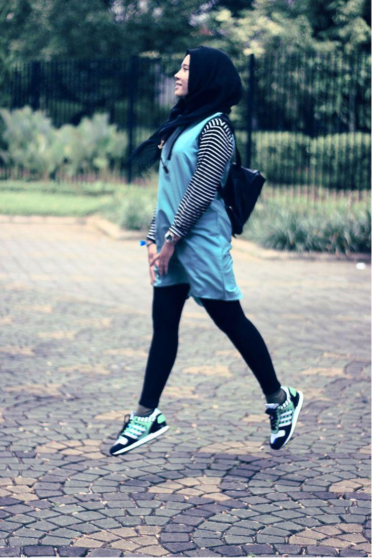 #sportyhijab #outfitofthedayhijab #hijab #indonesianhijab #adidasoriginal #zx700 #ootd #muslimah #indonesia #khimar #sarahmadya