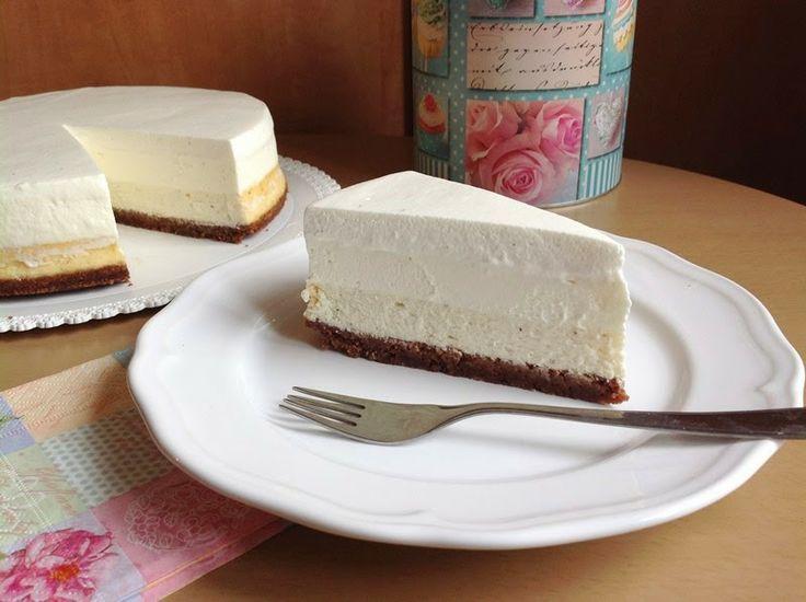 Vanilkový cheesecake s pěnou z bílé čokolády / Vanilla bean cheesecake with white chocolate mousse
