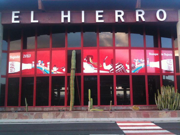 La bajada de la Virgen en la isla El Hierro es un acontecimiento importante en el Aeropuerto, marcas como Coca Cola se suman para aprovechar este evento.