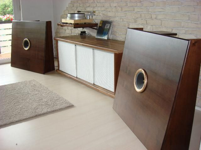 Tube Kingdom Current state of the Year 2015: OB Classic baffle with PHY HP range chassis and line 597 Magnetic Tweeter