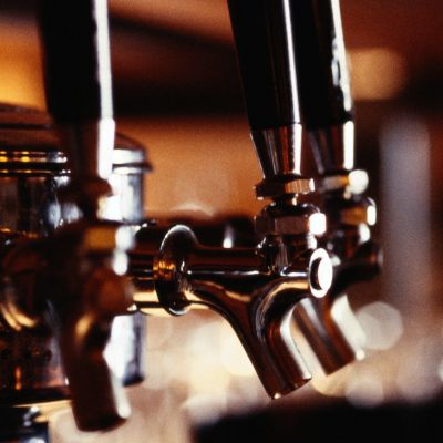 2 Craft Beer Stocks to Consider in the Wake of the Anheuser-Busch SABMiller Deal  http://n.kchoptalk.com/2awTmwR