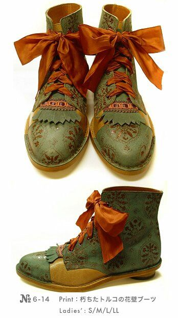 hand painted shoes - dead link, presumably from a Japanese Lolita/Goth Fashion website