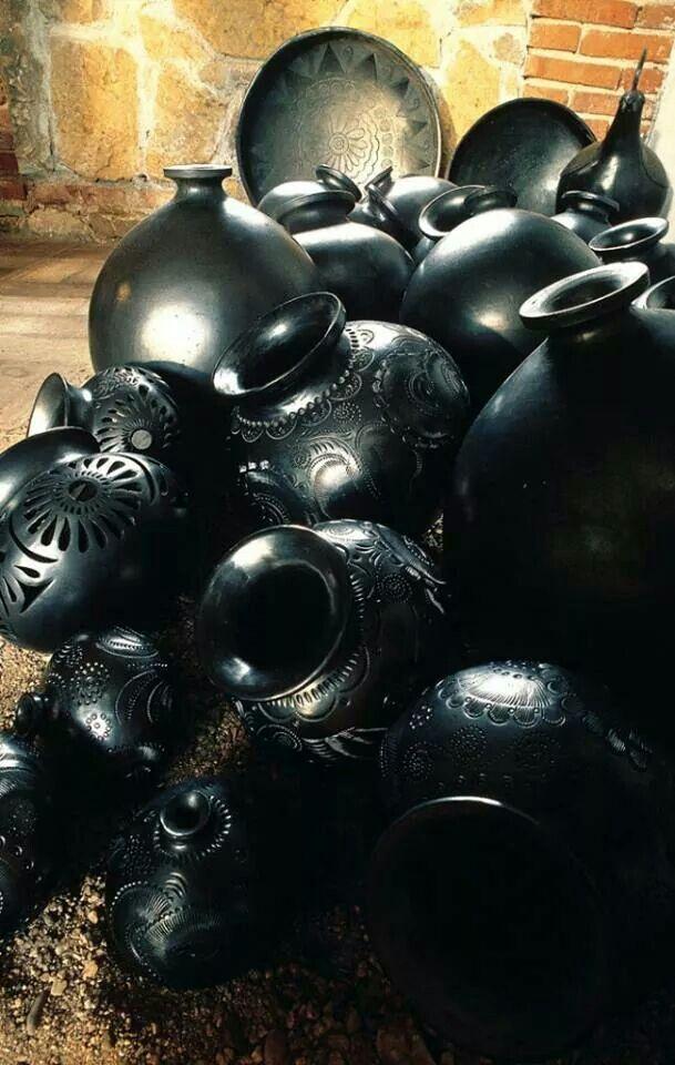 Bellas artesanías en barro negro de Oaxaca, México ✿⊱╮