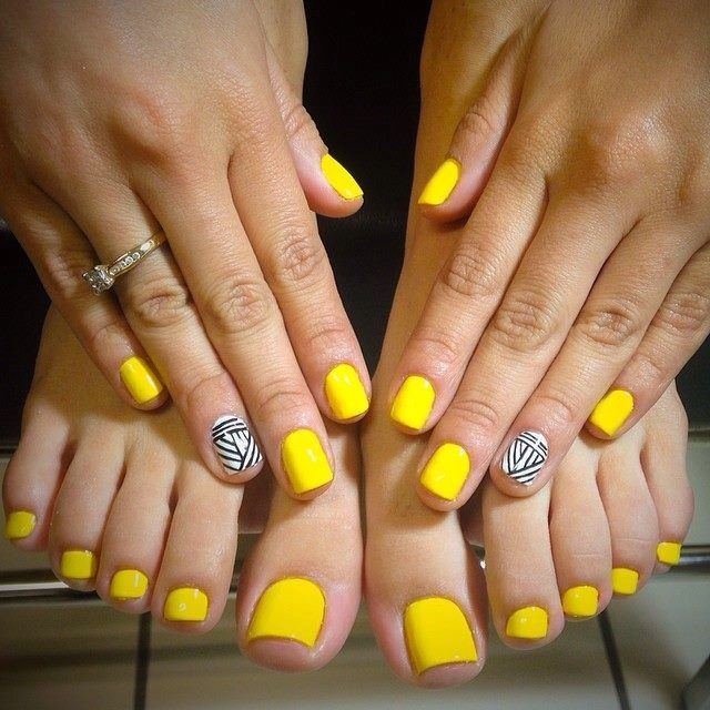 Gorgeous Summer Nails Nailmania In 2019 Yellow Toe Nails Yellow Nails Toe Nails