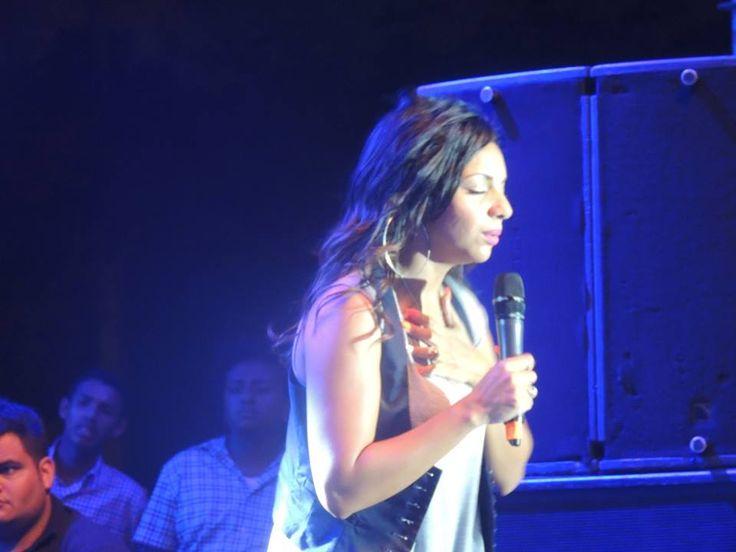 voz en el concierto de Israel  Houghton