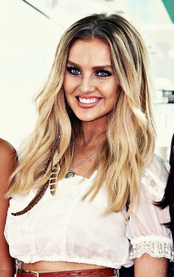 Perrie is so freakin pretty and she looks amazing always! There is never a time where she doesn't look beautiful! I'm jealous of her inner and outer beauty!! @perrieofficialx