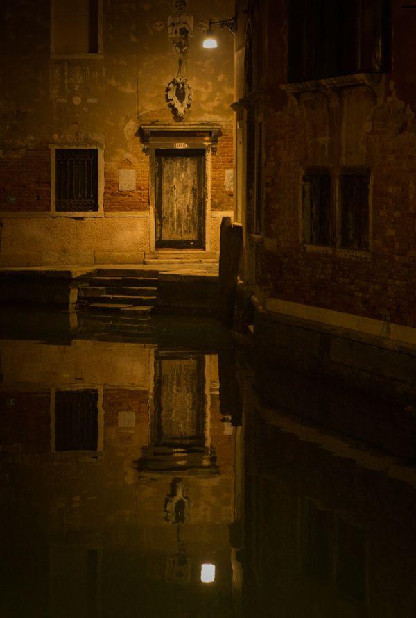 One night in Venice / Una noche en Venecia by Juan Cristobal Cobo, via Behance