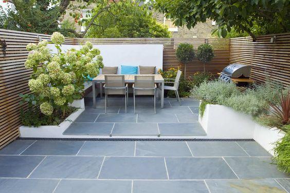 Garden Design London - Small garden design => idee bank en tuinstel achteraan alweer. Rest wordt gras => kinderen :-) tuinkot nog een issue: