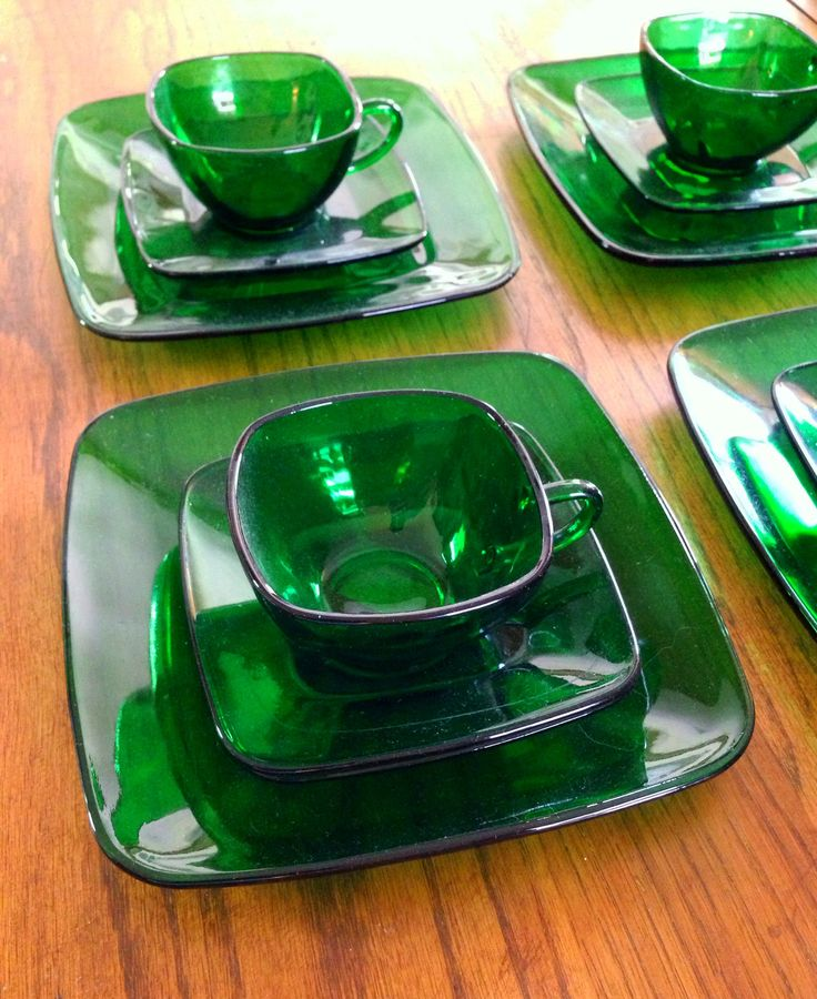 "Anchor Hocking - forest green ""Charm"" square tableware"