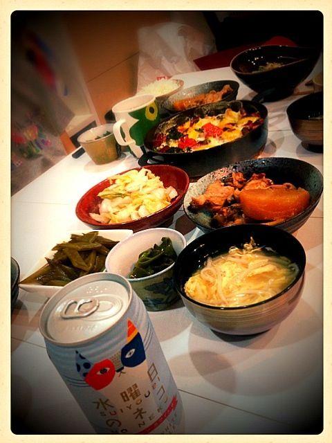 シオンと友達が急に来たのに、おかず渋いのしかなかった( ;´Д`)  まいっかw - 33件のもぐもぐ - 手羽元と大根の煮物・野菜のチーズ焼き・茎ワカメのきんぴら・めかぶポン酢・卵ともやしのスープ❤ by eim153