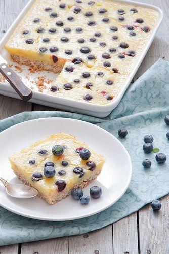 Lemon pie with blueberries