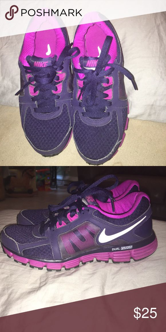 Nike Dual Fusion ST2 Dark purple and pink Nike shoes. In great condition Nike Shoes Sneakers