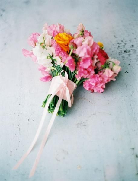 .: Spring Flowers, Bride Cafe, Ranunculus Bouquets, Rustic Bouquets, Pink Sweet, Flowers Power, The Bride, Sweet Peas Bouquets, Rustic Wedding Bouquets