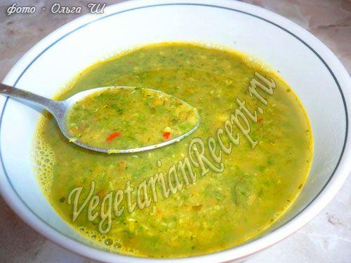 Суп с машем, рецепт которого мы предлагаем, очень вкусный и красивый, т.к. готовится он с добавлением шпината и специй.