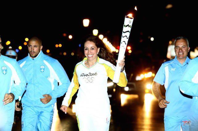 Στη Βόρεια Ελλάδα και στη Μακεδονία έφτασε η Φλόγα των Ολυμπιακών Αγώνων «Ρίο 2016», με την ολοκλήρωση της 3ης ημέρας της Λαμπαδηδρομίας επί ελληνικού εδάφους. Το Φως του Ολυμπισμού φωτίζει τo βράδυ της Παρασκευής τον Λευκό Πύργο, όπου στήθηκε ο βωμός μετά από τη Λαμπαδηδρομία στη Θεσσαλονίκη, που έβγαλε στους δρόμους χιλιάδες πολίτες που ήθελαν …