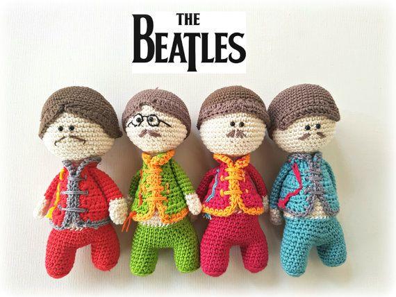 Bambole Beatles, Pupazzi Beatles, Sgt. Pepper's Beatles, bambola Paul Mc. Cartney, Bambola John Lennon by CreoErgoSumHandmade #italiasmartteam #etsy