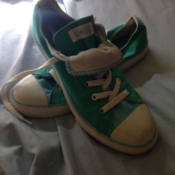 womens converse shoe nice authentic converse, runs big so is a size 9.5 in women's. Only worn once! I've just never taken that much interest in them so they're in really good condition Converse Shoes