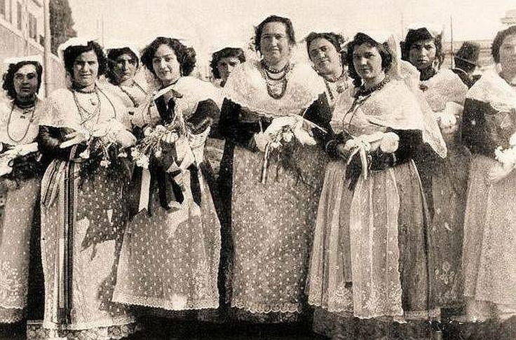 costumi femminili antichi