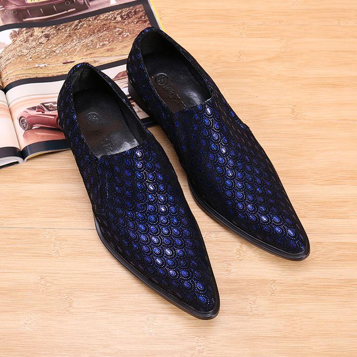 Abito blu scarpe verdi mart