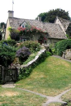 Cotswold cottage | Bibury, England. Colorful flowers, stone wall, cute gate…