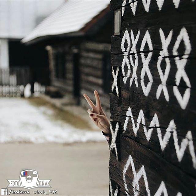 """Greetings from Čičmany 😊"" . 📷 #Hi #ThisIsMe • FOTO DŇA od @ppippulka • vybrala @nokristina • Tagujte svoje fotky #insta_SVK a nabudúce si možno vyberieme aj tú Vašu 😊 . #Cicmany #Slovensko #Slovakia #Słowacja  #Slowakei #europa #igraczech #your_world_live #instaslovakia #travelingram #bestplacestogo #nas_svet #mytinyatlas #letsgosomewhere #pureslovakia #thisisslovakia #aroundtheworld #europe #neverstopexploring #welltravelled #travelphotography ."