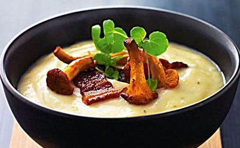 Opskrift på kartoffel-porresuppe med bacon og ristede svampe