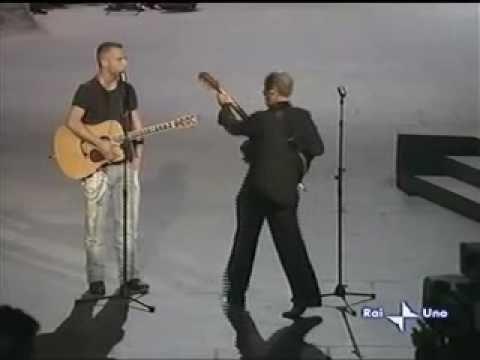 Eros & Adriano Celentano live! I ragazzi! Che divertimento! <3