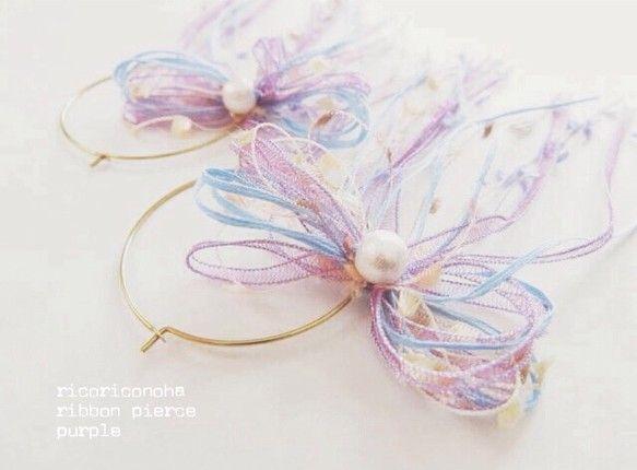 数種類の糸を使い大きめに結んだリボンが華やかなピアスです。一粒のコットンパールが上品な印象を与えてくれます。糸はすべて『AVRIL』(アヴリル)のものを使用し... ハンドメイド、手作り、手仕事品の通販・販売・購入ならCreema。
