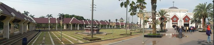 left panorama of At-Tin Great Mosque, Jakarta