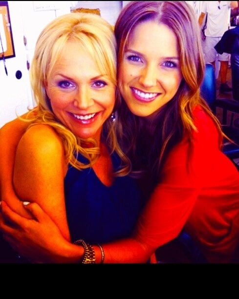 Barbara Alyn Woods (Deb Lee) & Sophia Bush (Brooke Davis)