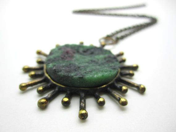 Reino Olavi Saastamoinen (FI), modernist vintage bronze necklace with a rough zoisite stone, 1970s. #finland | finlandjewelry.com