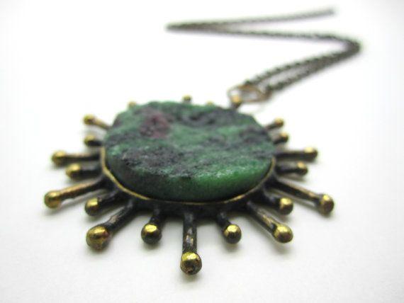 Reino Olavi Saastamoinen (FI), modernist vintage bronze necklace with a rough zoisite stone, 1970s. #finland | finlandjewelry.com