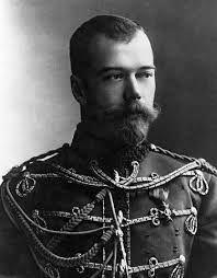 Nicolaas ll was de laatste tsaar van Rusland. hij is geboren op 18 mei 1868. hij heeft 5 kinderen.   bij hem thuis hadden ze 6 kinderen 4 jongens en 2 meisjes.