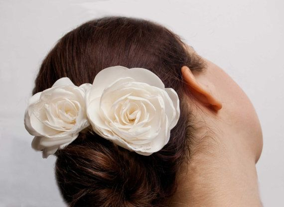 Ivory bridal hair rose flower set of 2, vintage wedding hair accessories, bridal brooch and hair clip ivory.