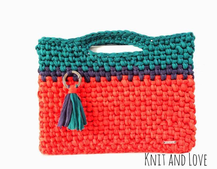 Bolsa para ordenador portátil con trapillo pluma a crochet