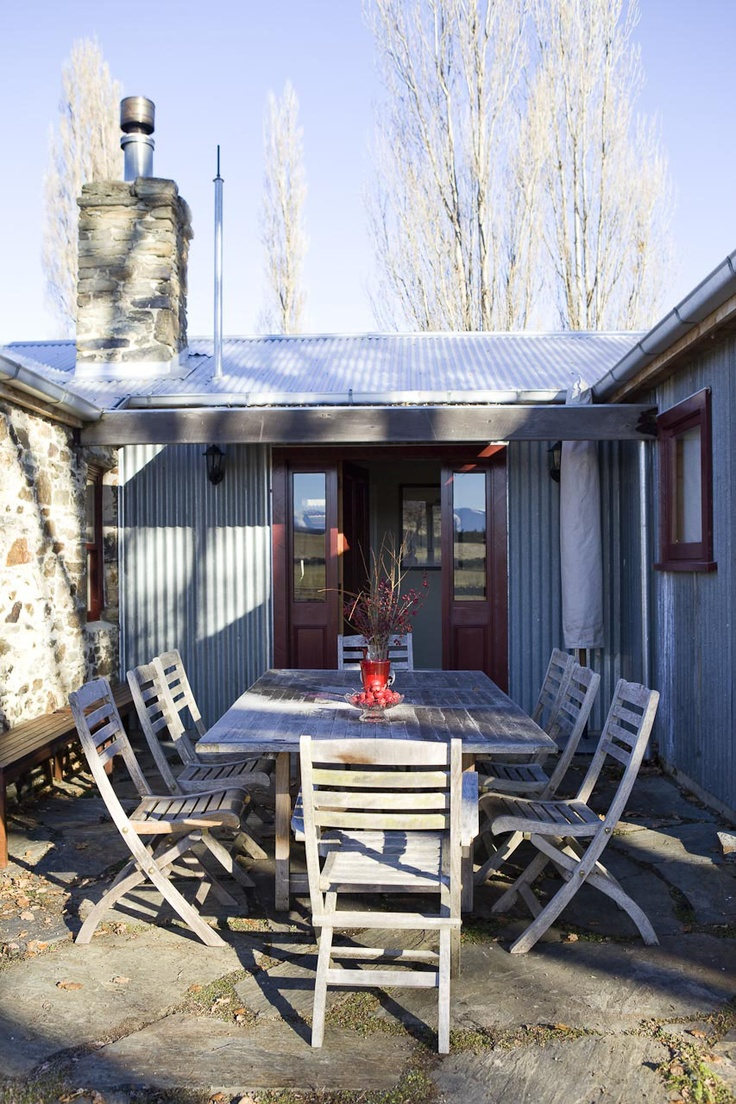 Lombardy Cottage outdoor dining