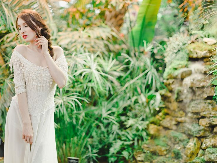 TROPICAL BRIDE  Film fine art fuji400H  Tropical Wedding Beach Wedding Tropical make up Hawaii Greenhouse wedding http://www.warmphoto.com/blog