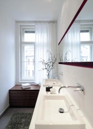 Deko kleine schmale b der kleine schmale in kleine for Schmales badezimmer ideen