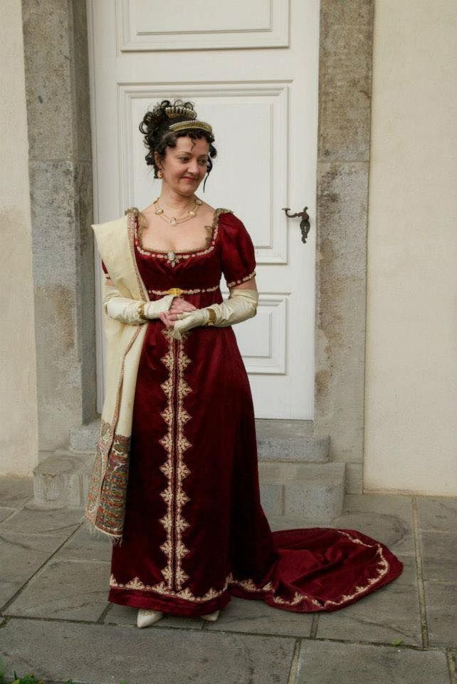 This is the style i will be making for my mum for February, with an elbow length, 18thC style sleeve, as per the 1790s style gown.  She wants a flat front.: